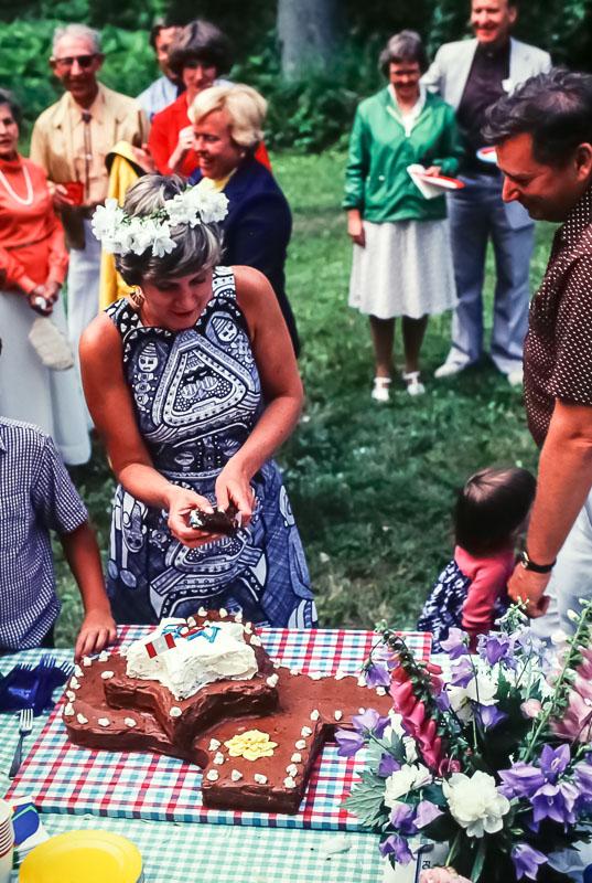 1980 Cutting the cake