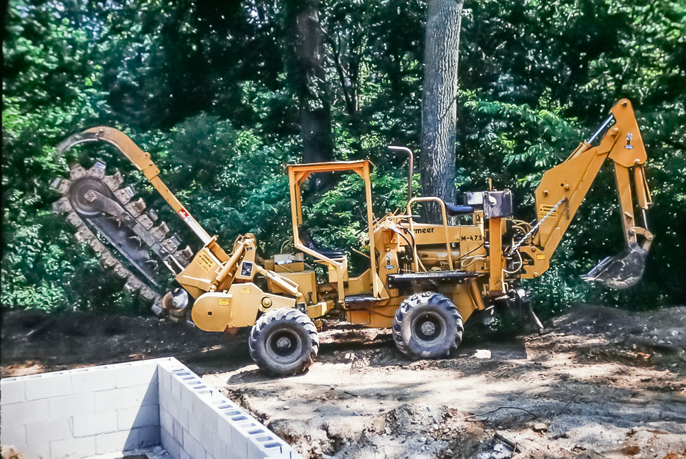 1989 Machine for burying electric line