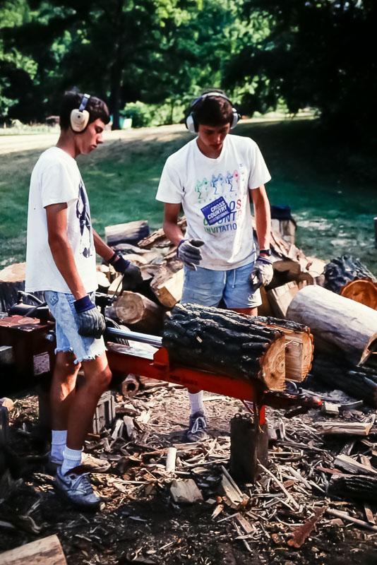 1992 Wood splitting