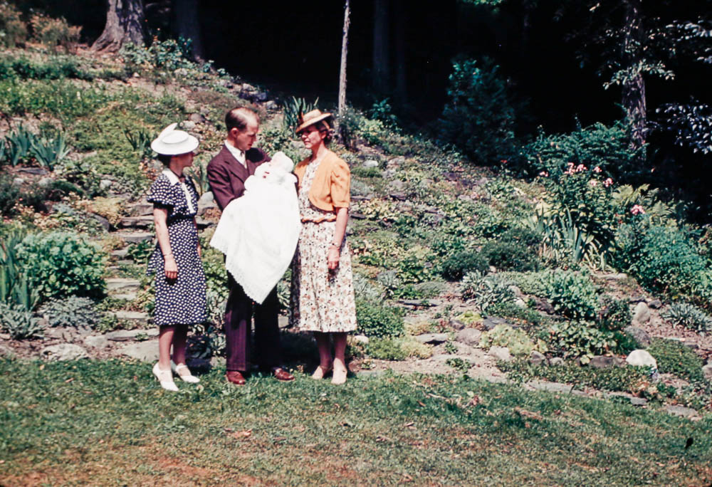 1939 Mary, Bill, Eleanor and Barbara in Montour Falls