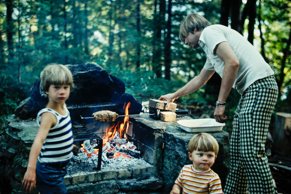 1976 Rick and Andrew help David build a fire