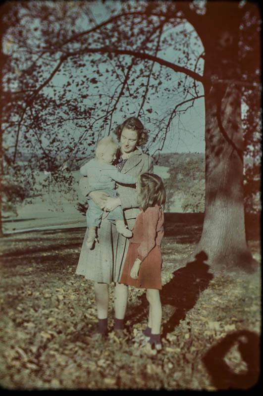 1947 Barbara, David, Mary