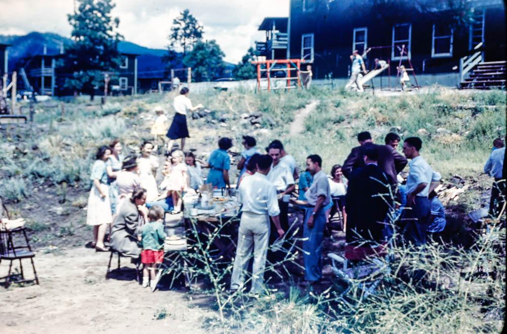 1945 Los Alamos picnic