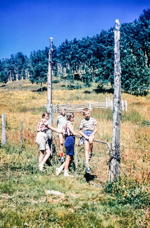 1958 David, Liz, Barbara, ?